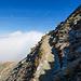 Teilweise steiles Gelände beim Aufstieg zum Pazolastock. Der Weg ist gut, aber stellenweise vereist.