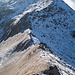 Der Grat zum Rossbodenstock (Gipfel nicht sichtbar), den ich bei [tour91365 dieser] Schneeschuhtour überschreiten konnte. Für die gut gespurte Steilstufe hatte ich damals Steigeisen verwendet. Heute führt mich der Weg zur Badushütte aber in eine andere Richtung.