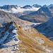 Schöne Kontraste zwischen Nord- und Südflanken. Im Hintergrund Gipfel, die z.T. wohl nur selten bestiegen werden.
