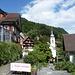 Le hameau de Bauen sur les berges du Lac des Quatre Cantons .