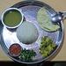 Ein tpisches Dhal Bhat Essen<br /><small>Foto von Elisabeth</small>