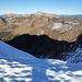 Die Üntschenspitze wirft einen riesigen dunklen Schatten auf die gegenüberliegende  Bergflanke.
