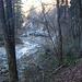 ein romantischer Weg dem Fluss entlang
