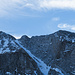 Elegant überwinden die beiden Berggänger den scharfen Gratabschnitt beim Hoh Brisen. Der Gipfel bleibt ihnen heute jedoch leider verwehrt.
