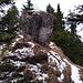 Schöne Felsen zieren den Steig vom Rabeneck zum Pasterkopf.