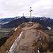 Der Gipfel des Kranzhorns mit deutschem und österreichischem Kreuz ist heute ganz unser.