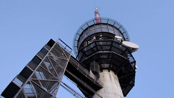 Ein Bild, das Gebäude, draußen, Uhr, Turm enthält.  Automatisch generierte Beschreibung