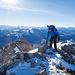 Auf den letzten Metern zum Gipfel. Im Vordergrund ist die Gipfelbuchgamelle zu sehen.