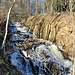 Künstlich idyllische Wasserführung - Hanggraben bzw. Tiefenbach-Wasserfall