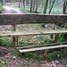 (155) Bayerische Voralpen/Isarwinkel, im Greilinger Almgraben oberhalb Arzbachs am Zwiesel auf ca. 850 m. Höchst interessante Konstruktion, die Bäume stehen in einem etwas ungünstigen Winkel. Es gibt hier auch eine Grillstelle. BANK 57 von: [u shanB]