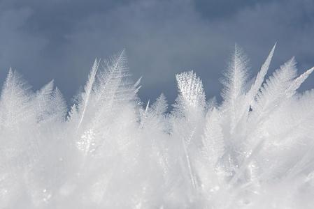Gefrorener Schnee, Makro. Zum glück hatte ich die schwere DSLR dabei