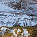 Tiefblick über die Gratkante nach Abstieg vom Gipfel. Nordseitig ist das Gelände sehr steil.