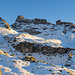 Chli Chärpf, Chärpf und Chärpftor. Gut zu erkennen ist hier der lange Felsriegel ca. in der Bildmitte, den man entweder links oben durch (Skiroute 307a) oder rechts unten durch (Skiroute 307b) umgehen muss.
