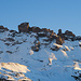 Zoom zum Chärpftor und zum wilden Grat rechts davon. In der Leglerhütte dokumentiert eine Bildserie eindrücklich den Felssturz am Chärpftor.
