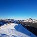 Am flachen Gipfel der Lärchspitze angekommen mit schönem Blick auf die westlichen Allgäuer.