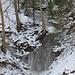 Überall kleine gefrorene Wasserfälle