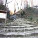 Mulattiera a scalinata che caratterizza il primo tratto dell'escursione.