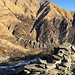 I resti del Baitino del Pastore, a 1270 m di quota sopra Onunchio. In lontananza la dorsale dei Belmi, visitati un anno fa.