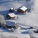 Verschneite Hütten.