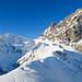 """Bereits auf dem P.1937 vom """"Grat"""" angelangt. Das Ziel meist vor Augen geht es durch eine imposante Berglandschaft dem Surenenpass entgegen."""