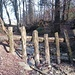 Der Breitibach, ein friedliches, kleines Bächlein. Diese Verbauungen lassen vermuten, dass das Bächlein auch anders kann.