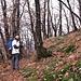 Dopo Prada il sentiero prosegue per un tratto in piano prima di abbassarsi repentinamente per superare la valle del Dragonato.