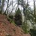 im Abstieg zur kleinen Brücke, recht steil der der Abstieg