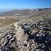 Unterwegs am Uludağ - Rückblick. Gleich erreichen wir den Kamm und wenig später die bereits vom Hinweg bekannte Wegverzweigung. Im Hintergrund ist derweil der Gipfel noch geradeso zu erahnen.