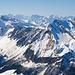 Hinter den Sihltaler Gipfeln und dem Fluebrig zeigen sich die Urner Berge und Berner Hochalpen