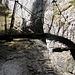 Die Hängebrücke am Ende der Schlucht
