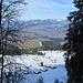 Das Vorsäß Klausberg von oben. In den Niederungen des Vorderen Bregenzerwald von Winter keine Spur