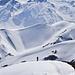 J4 - Manu arrive sous le sommet du Taraddou. Nous on regarde autour en se disant qu'une vie entière ne suffirait pas à tout skier ici