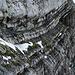 Der Alte Tomlishornweg führt auf einem Felsband hinauf auf den Grat.