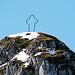 Das spezielle Gipfelkreuz des Widderfeldes.