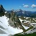 Blick mach Westen - über der Bergstation Saloberkopf einige namhafte Gipfel des Bregenzer Waldes.