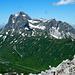 Im Norden über dem Hochtannbergpass der massige Gipfel des Gr. Widdersteins (2533m)