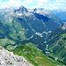 Im Osten erstreckt sich das obere Lechtal mit den Allgäuer Alpen (links) und den Lechtaler Alpen (rechts)