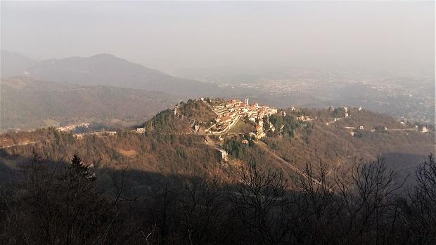 Santa Maria del Monte dal Grand Hotel Campo dei Fiori.