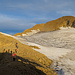 Der Weg zum Blinnenhorn vom Rif. Claudio e Bruno führt ohne Gletscherkontakt über einen breiten Schuttrücken hoch.