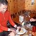 La polenta arriva da destra, la salamella da sinistra ... contastazione amichevole :-)