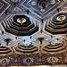 Il soffitto a cassettoni ottagonali della Sala Rossini. Lungo le pareti i ritratti dei proprietari della villa.