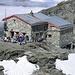 Die hochgelegene Cabane de Tracuit 3256m