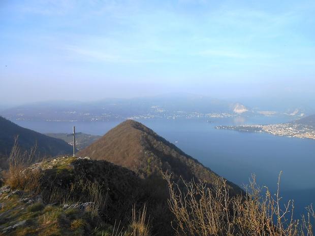 Vetta Pizzoni: panorama Ovest (manca oggi purtroppo il Monte Rosa).