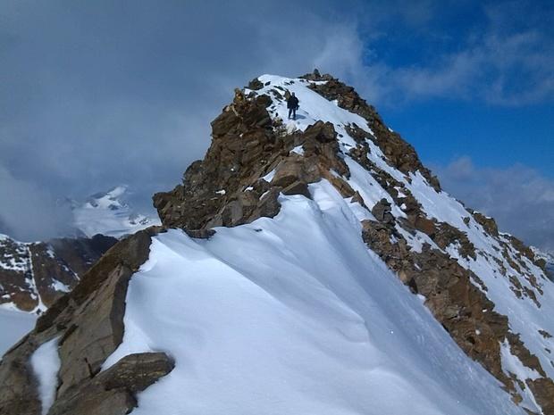Am kurzen Gipfelgrat der Mutspitze, teilweise ziemlich ausgesetzt.