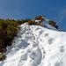 der Abstieg dem Grat entlang war äusserst steil und rutschig, bis ich unten war, war ich mehrmals Flach gelegen, den normalen Wanderweg auf der Nordseite war nicht zu begehen, massenhaft Schnee, das hätte ich nicht gedacht.