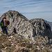Überraschend viele kleine Auf- und Abstiege führen zum Bernia-Westgipfel