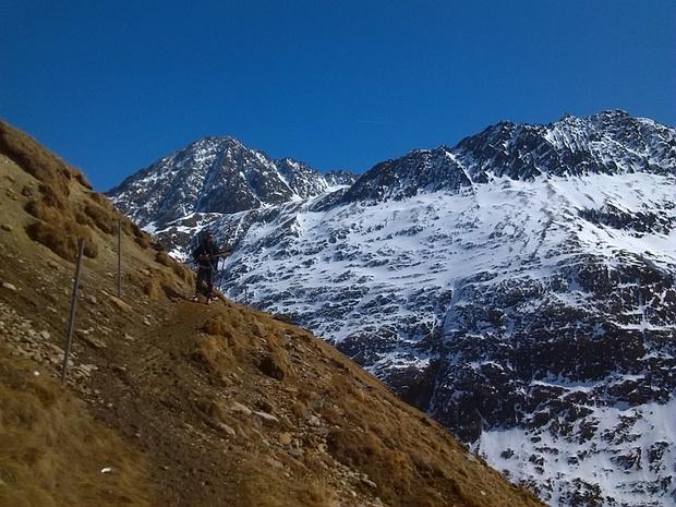 In ca. 2500m Höhe war der Wanderweg ausgeapert.