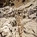 Der Ausstieg - ebenfalls wunderschön zu klettern dank solider Griffe und Tritte - ist mit einer Kette versichert.