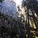 An der Wandfluh vorbei. Auch hier gibt es Kletterrouten