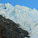 Die Route führt direkt unter dem Gletschabbruch durch